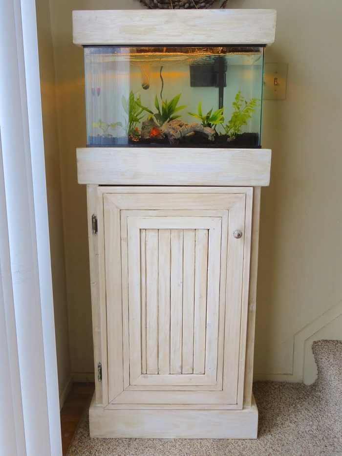 Build Your Own Fish Aquarium Stand - theprojectlady.com